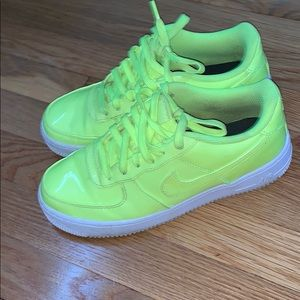 Lime green nikes❤️